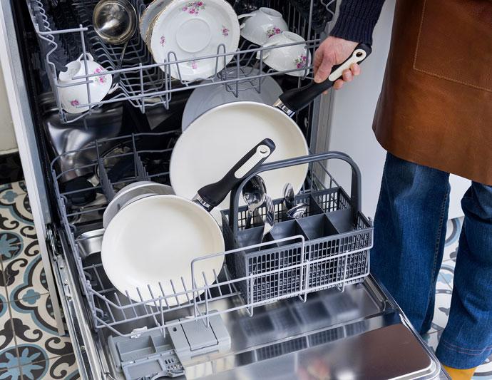 Ergonomic Handles & Lids of GreenPan Ceramic Cookware Set